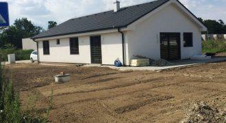 4 izb. bungalov v ŠTANDARDE s úžitkovou plochou 108,82m2 pozemok 646 m2!