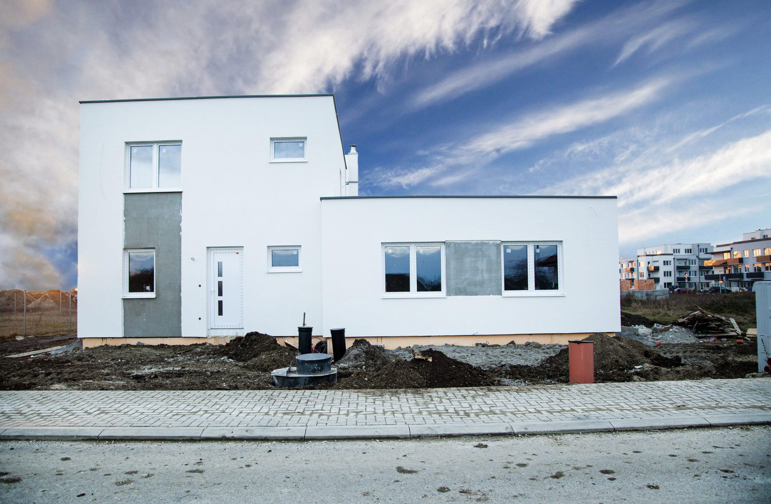 Posledný 4 izb. byt v dvojdome so záhradkou v Miloslavove.